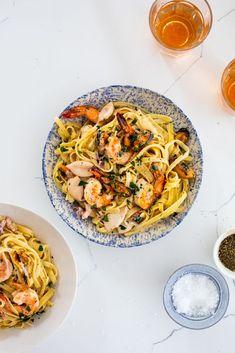 Creamy garlic seafood pasta is a delicious easy dinner recipe. #pasta #creamysauce Seafood Pasta Recipes, Yummy Pasta Recipes, Recipe Pasta, Top Recipes, Casserole Recipes, Delicious Recipes, Dinner Recipes, Easy Meringue Recipe, Easy Tiramisu Recipe