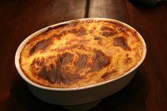 Moussaka Moussaka, Pie, Bread, Ethnic Recipes, Desserts, Food, Filet Of Beef, Souffle Dish, Greek Salad
