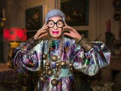 """Iris Apfel is a businesswoman, interior designer, and fashion icon."""" Iris is not just a fashion icon! Iris Fashion, Boho Fashion, Couture Fashion, Alexis Bittar, Ss16, Kylie Jenner News, Bon Marché Rive Gauche, Do I Love Her, Kate Spade"""