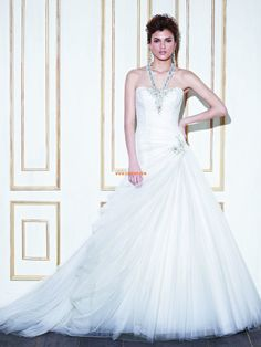 Glamorous Tulle Sweetheart Ball Gown Chapel Train Wedding Dresses Cheap
