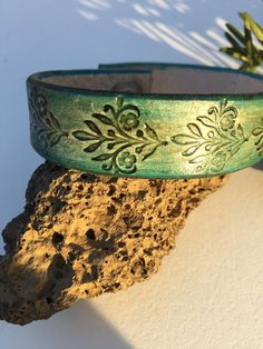 Hey, I found this really awesome Etsy listing at https://www.etsy.com/listing/218276344/hand-tooled-leather-bracelet-floral