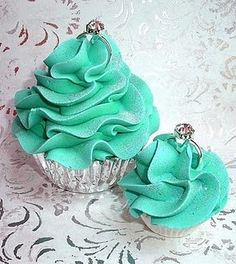 Tiffany cupcakes!! Why dont I come up with this stuff? My bday is coming up, someone PLEASE make these for me!!  :)
