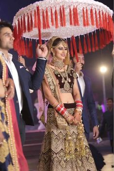 Are you looking for different styles of Phoolon Ki Chadar for your wedding? Here, find the most beautiful Phoolon Ki Chadar ideas for a bridal entry. Bride Entry, Wedding Entrance, Wedding Bride, Wedding Events, Desi Wedding, Bride Groom, Wedding Ceremony, Wedding Rings, Bridal Poses