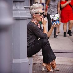 My favorite place to be lately, is in the streets of NYC, all tucked in a cute niche doing some people watching…..with my @brooksidechocolate ☺️Friends, I have to tell you this is simply AMAZING with it's intense fruity centers all covered in smooth rich dark chocolate! And it comes in these easy to seal pouches that you can carry anywhere…what I mean is, they fit so nicely in to my bags! 👏🏼 It's my idea of a delicious treat, and to think I tasted it first in New York…makes it all that…