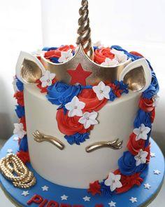 Cake birthday women design party ideas 29 Ideas for 2019 Wonder Woman Birthday Cake, Wonder Woman Cake, Wonder Woman Party, Birthday Woman, Anniversaire Star Wars, Unicorn Birthday Parties, Cake Birthday, 5th Birthday, Birthday Ideas