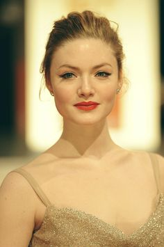 Holliday Grainger Gorgeous HQ Photos at Orange British Academy Film Awards 2012 BAFTA. What a lovely dramatic look for a redhead! Lily James, Beauty Makeup, Hair Makeup, Hair Beauty, Blonde Beauty, Anne Hathaway, Bridal Makeup, Wedding Makeup, Coral Eye Makeup