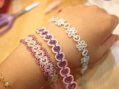 다마걸님의 태팅팔찌 특강 후기. : 네이버 블로그 Tatting Armband, Tatting Bracelet, Tatting Jewelry, Lace Jewelry, Needle Tatting, Tatting Lace, Embroidery Motifs, Embroidery Designs, Tatting Tutorial