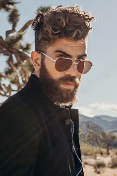 Hipster Beard ★ The best long full and short trimmed fade beard styles for men. Learn all the best mens beard shape options including Arab and black men. Faded Beard Styles, Beard Styles For Men, Hair And Beard Styles, Curly Hair Styles, Hipster Hairstyles Men, Cool Short Hairstyles, Men's Hairstyles, Bridal Hairstyles, Formal Hairstyles