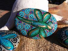 Painted rock, these would be so pretty all around the garden!