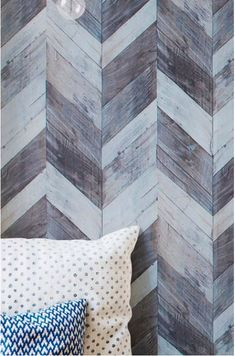 Wood is full of surprises, as our wood imitation designer wallpaper Herringbone proves. The planks arranged in a herringbone pattern seem to form a. Wood Effect Wallpaper, Herringbone Wallpaper, Rustic Wallpaper, Herringbone Pattern, Wallpaper From The 70s, Design Home App, House Design, Shabby, Style Rustique