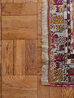Historiska hem Beautiful Things, Bohemian Rug, Rugs, Home Decor, Velvet, Homemade Home Decor, Decoration Home, Types Of Rugs, Rug
