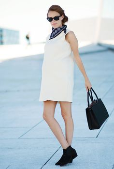 so chic, Sara Strand in a white shift dress + blue bandana // maternity style
