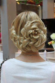 I wish my hair was long enough for this, but Michelle Vant could sytle her hair like this at her wedding.  Gorgeous Braid Along Hairline into Floral Bun <3