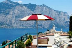 Villa Smeralda. Traumterrasse in Malcesine! http://www.gardasee.de/malcesine/hotels/hotelvillasmeralda.html?home=pin-04-2016