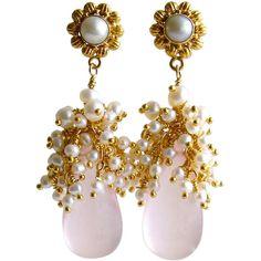 Pre-owned Rose Quartz Seed Pearl Cluster Petales de Rose II Earrings ($460) ❤ liked on Polyvore featuring jewelry, earrings, dangle earrings, long dangle earrings, rose quartz earrings, pearl-cluster earrings, white flower earrings and cluster stud earrings