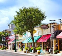 Boerne is where you go to stop, unwind and slow things down a bit. Take the scenic route, see glorious Texas wildflowers, shop and dine, hike and wine, or plan an action-packed adventure. Live like a local in this beautiful Texas Hill Country town. Here's how: