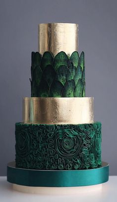 Chic Technique: Dark green and gold multi-tiered wedding cake. The Chic Technique: Dark green and gold multi-tiered wedding cake.The Chic Technique: Dark green and gold multi-tiered wedding cake. Gorgeous Cakes, Pretty Cakes, Amazing Cakes, 4 Tier Wedding Cake, Wedding Cake Designs, Green Wedding Cakes, Colourful Wedding Cake, Fruit Wedding, Cheesecake Wedding Cake