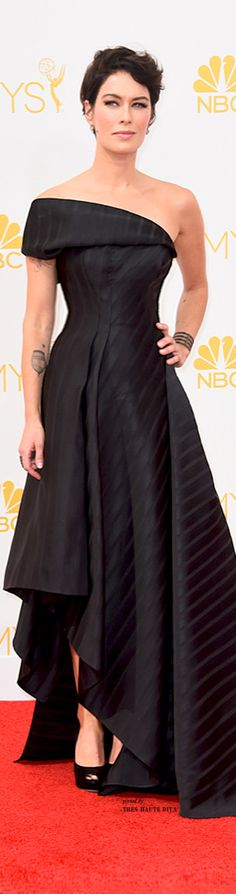 2014 Emmys ♔ Lena Headley This was my favourite dress of the night, on the actual stage it looked perfect for her.