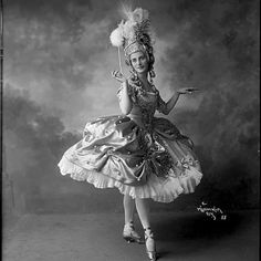 Анна Павлова в РОНДИНО на муз.Л. ван Бетховена. Костюм Л.Бакста Труппа Анны Павловой Нью Йорк.1916 Фото: Mishkin