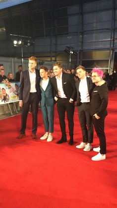Josh, Conor, Mikey, Jack, and Grant at the Laid in America premiere // Conor you look so tiny! Jack And Conor Maynard, Buttercream Squad, British Youtubers, Vlog Squad, Joe Sugg, Magcon Boys, Celebs, Celebrities, Man Crush