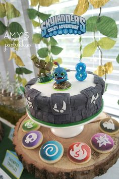 OMG @Julia Rollins my baby's birthday is January 22 and he LOVES Skylanders.  Think you could make the gray and white thing for him?  We're doing the party on the 26th I think.  Maybe the 2nd of Feb.