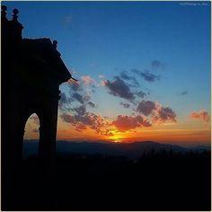 Orizzonti eterni. La #PicOfTheDay #turismoer di oggi cattura i colori del #tramonto sui #colli di #Bologna dalla Basilica di #SanLuca. Complimenti e grazie a @_didy_ / Eternal horizons. Today's #PicOfTheDay #turismoer captures the colors of #sunset over #Bologna's #hills from the #SanLuca Basilica. Congrats and thanks to @_didy_