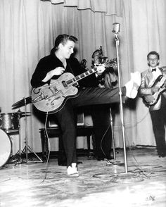 Eddie Cochran performs in Chadron, Nebraska October 1959 50s Music, Music Icon, 50s Rock And Roll, Rockabilly Rules, American Bandstand, Thing 1, Rockn Roll, Psychobilly, Motown