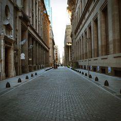 Caminemos - Alguna calle del microcentro porteño