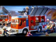 Le camion de pompiers Playmobil Tv Adverts, French, Vehicles, Fire Department, Automobile, Day Care, French People, Car, French Language