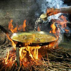 Para hoy domingo día de la madre, ¿qué os parece un arroz a la leña?