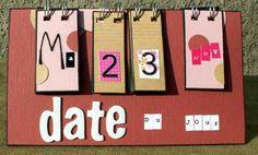 Voici un calendrier perpétuel très simple, facile à faire et rapide !!! Assez sobre, c'est pour offrir et je ne sais pas si la personne apprécie le scrap ! Voici une photo vue de dessus pour vous montrer la forme ...... Voili voilou !!! A plus tard ..............