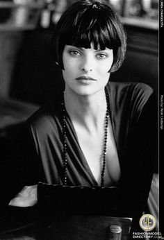 Short Bob Hairstyles for Women OK what if I bring it up to a really short bob again?OK what if I bring it up to a really short bob again? Linda Evangelista, Popular Short Hairstyles, Short Bob Hairstyles, Classic Hairstyles, Really Short Bob, Short Hair Cuts, Short Hair Styles, Color Del Pelo, Hair Styles 2014