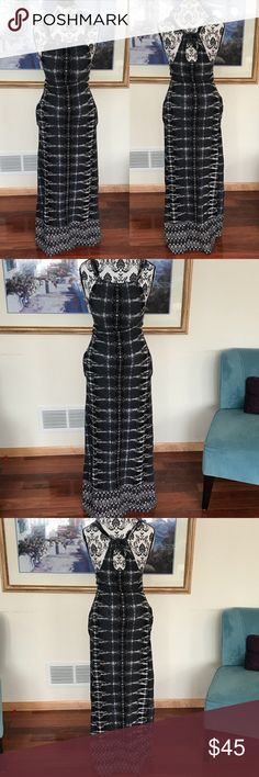 ⚡️FLASH SALE⚡️Athleta Santana moon grey maxi dress In really nice condition. No rips, holes, stains or pilling. Really cute tie detailing in the back at the neck. Size XS. Celeste (my mannequin) is standing at about 5'4. The best part about this dress is that it has pockets!! Also has a built in padded bra! Great dress for spring and summer! Athleta Dresses Maxi