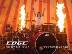 Tommy Lee com a sua bateria DW Collectors.