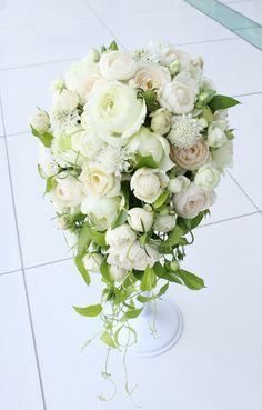 # Vress et Rose # Wedding # white # Round # # bouquet # natural# Flower # Bridal # ブレスエットロゼ #ウエディング# ホワイト#グリーン#シンプル # ブーケ #キャスケード#キャスケードブーケ # ナチュラル# 花#アジサイ # ブライダル#結婚式