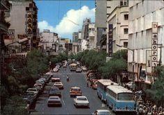 Calle Real de Sabana Grande Caracas Venezuela (1970). Aún no se había construido el metro ni el actual boulevard que cerró el tránsito.
