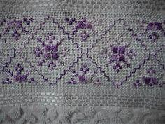 Crochet Trim, Hand Crochet, Diy And Crafts, Arts And Crafts, Needlepoint Stitches, Bargello, Sofa Design, Blackwork, Pink And Green