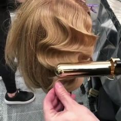 Remember this? Ride the waves ♀️ Hair by ・・・ Curling iron dexterity Remember this? Ride the waves ♀️ Hair by ・・・ Curling iron dexterity Flapper Hair, Gatsby Hair, Retro Hairstyles, Curled Hairstyles, Wedding Hairstyles, 1920s Hair Short, 1940s Hair, Finger Wave Hair, Finger Waves