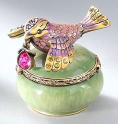 Bird with jewel trinket box♥♥