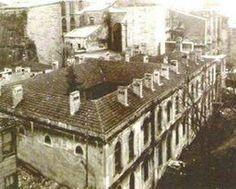 1934'te Ayasofya'nın görünümünü bozuyor iddiası ile yıktırılan Fatih Sultan Mehmed'in İstanbul'un fethinden sonra yaptırdığı ilk medrese olan Ayasofya medresesi..