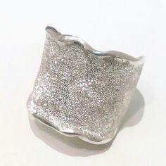 Anillo crepe en plata picada