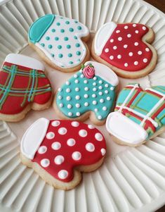 Sugar Cookie Mittens by tam mabley-chaisson, Fancy Cookies, Iced Cookies, Cute Cookies, Royal Icing Cookies, Cupcake Cookies, Cookies Et Biscuits, Cupcake Emoji, Icing Cupcakes, Cheesecake Cupcakes