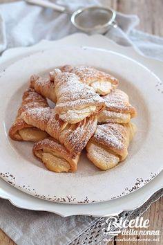 L'articolo Sfogliatelle ricce napoletane (ricetta veloce) proviene da Ricette della Nonna. Queste sfogliatelle ricce sono buone fatte e mangiate! Si conservano per un giorno a temperatura ambiente. Se