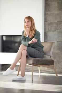 Fauteuil LINDSAY par Mobitec. Idéal pour un coin lounge, ce fauteuil design vous séduira par son confort d'assise et sa légèreté. Dining Corner, Coin, Floor Chair, Chairs, Lounge, Flooring, Furniture, Design, Home Decor