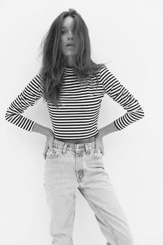 I think I would die for an outfit like this. // stripe high necked top & highwaisted boyfriend jeans