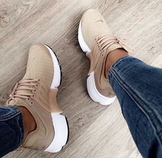 Nike Air Presto in braun-beige/brown-creme // Foto. Nike Air Presto in braun-beige/brown-creme // Foto… – Moda Sneakers, Best Sneakers, Sneakers Fashion, Shoes Sneakers, Running Sneakers, Women's Shoes, Tennis Shoes Outfit, Nike Shoes Outfits, Nike Tennis Shoes