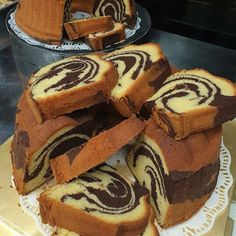 Image may contain: dessert and food Cake Receipe, Easy Cake Recipes, Marmer Cake, Bolu Cake, Indonesian Desserts, Resep Cake, Pastry Cake, Cake Cookies, Yummy Cakes