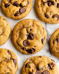 Pumpkin Chocolate Chip Cookies Fall Cookie Recipes, Pumpkin Recipes, Dessert Recipes, Breakfast Recipes, Homemade Pumpkin Pie, Baked Pumpkin, Homemade Chocolate, Chocolate Desserts, Pumpkin Chocolate Chip Cookies