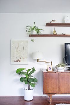 5 Self-Reliant Tips: Floating Shelf Design Spaces floating shelves around tv small spaces.Floating Shelf With Hooks Mud Rooms glass floating shelves diy.How To Decorate Floating Shelves Apartment Therapy. Mid Century Living Room, Home Living Room, Living Room Decor, Living Spaces, Apartment Living, Room Inspiration, Interior Inspiration, Floating Shelves Bathroom, Interior And Exterior