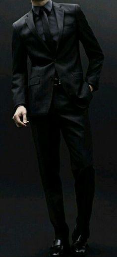 Suit Fashion, Mens Fashion, Fashion Black, All Black Suit, All Black Tuxedo, Men In Black, Black Work, Black Style, Men's Fashion Styles